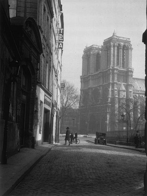 Paris 1931 Photo: Gisele Freund