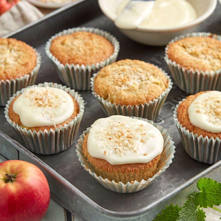 Äpplen och kokos passar bra ihop och det går snabbt att svänga ihop de här goda och saftiga muffinsen.