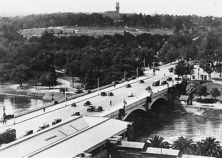St Kilda road and Government House/Botanical Gardens' circa 1940s