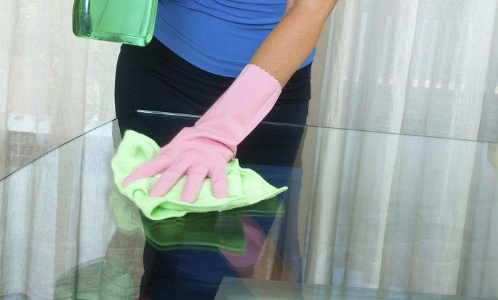 Tips para eliminar y prevenir rayones en muebles de vidrio