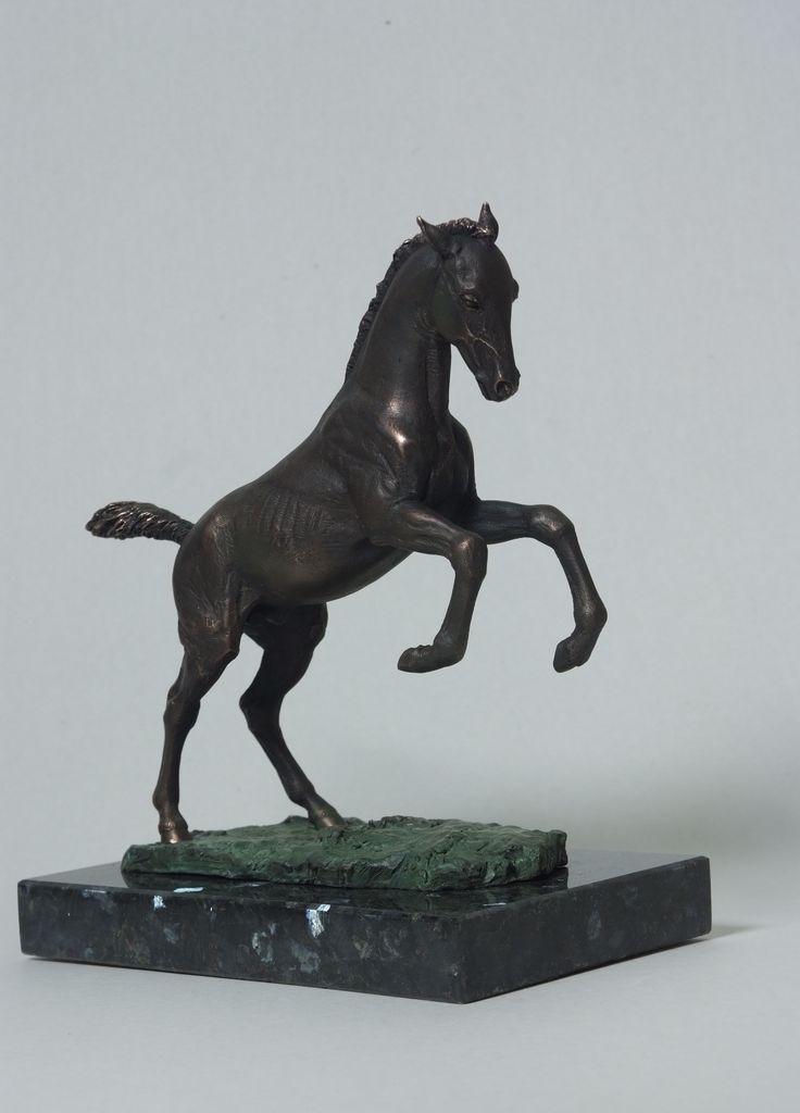 Жеребенок ахалтекинской породы. 2016. Бронза, габронорит. #horse #horseart #art #sculpture #equine #equineart #art #жеребенок #ахалтекинец #лошадь #арт #скульптура #скульптуралошади