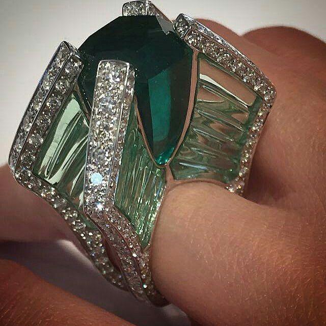 Scavia emerald and diamonds