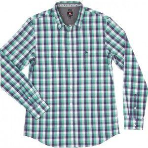 Dostala jsem pár dotazů na košile, takže pro přehled: bílá smokingová košile s manžetovými knoflíčky je značka ideál. Do smokingu i obleku ji můžete nahradit běžnou bílou košilí s knoflíčkovými nebo obyčejnými manžetami. Kdo nemá bílou (ačkoli gentleman by jednu pro všechny případy doma mít měl), zvolí co nejméně nápadnou, hodně světlou barevnou, a vezme si oblek, protože do smokingu se nosí jedině bílá, (u creative b.t. ještě černá). Určitě si casual košili (kostka, výrazná barva atd.).