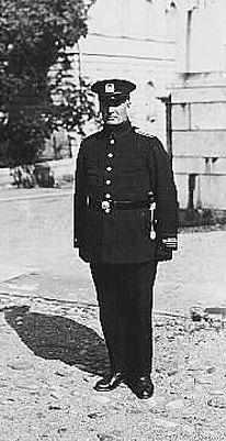 Finnish police inspector 1923 https://www.poliisi.fi/tietoa_poliisista/1923