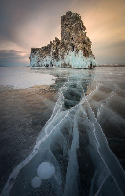 バイカル湖の岩(ロシア)