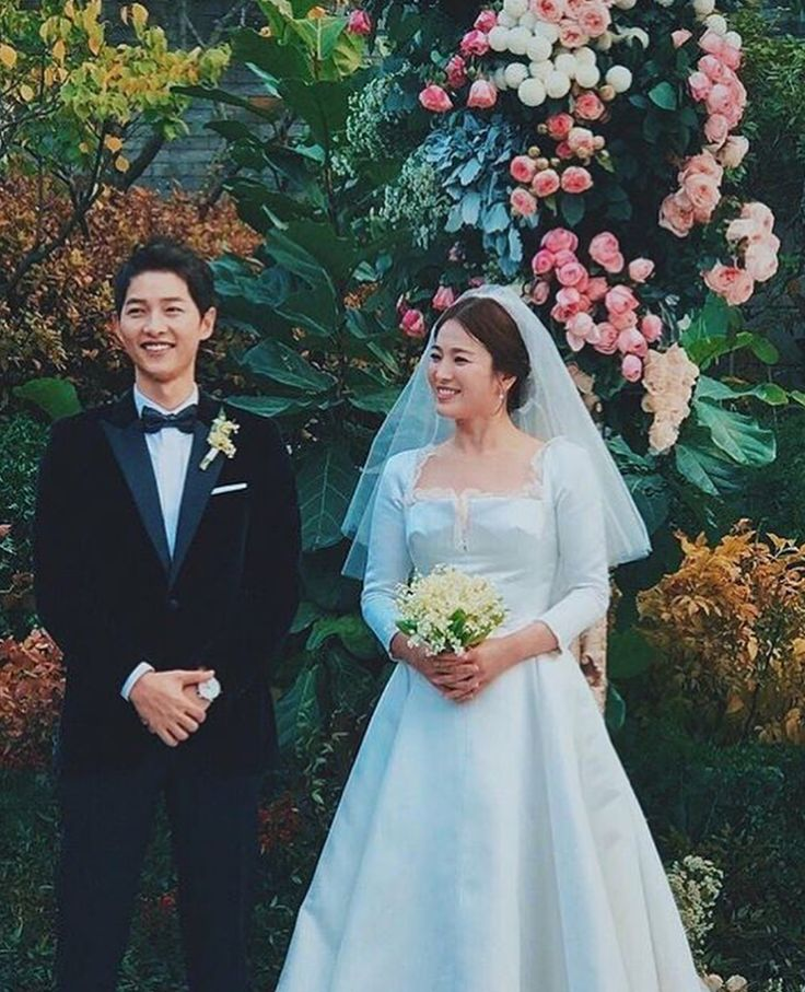 Beautiful bride and groom. Song Hye Kyo and Song Joong Ki