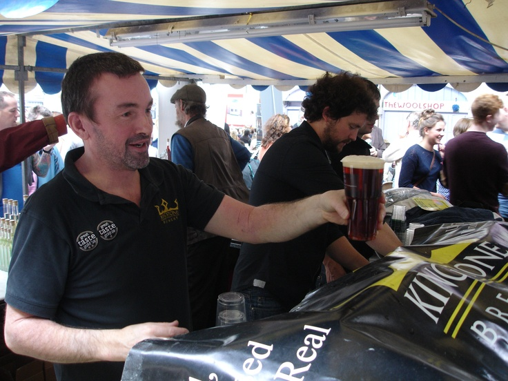 Ed Biggs serving a pint of Kingstone in Biopac's 'I am not a plastic cup' tumblers at Abergavenny Food Festival.