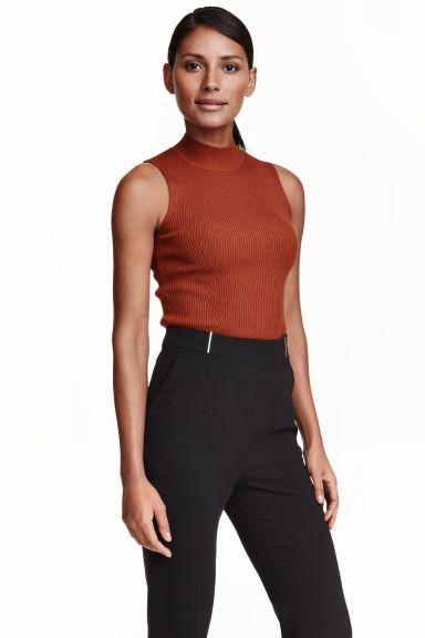 Top sem mangas canelado   H&M