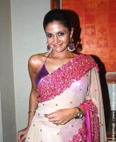 Wonderful fusion of West and East – A Bikini Blouse And a Traditional Saree