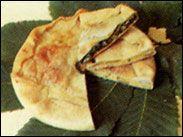 IMPERIA E PROVINCIA: torte verdi (di verdure) ognuno ha la sua specialità. A Pigna, nell'Alta Val Nervia, fanno un tortino di patate con il purè racchiuso in due strati di pasta sfoglia. Ecco infine le erbe aromatiche, spontanee o coltivate, che si trovano tutto l'anno: timo, maggiorana, origano, basilico, prezzemolo, alloro.