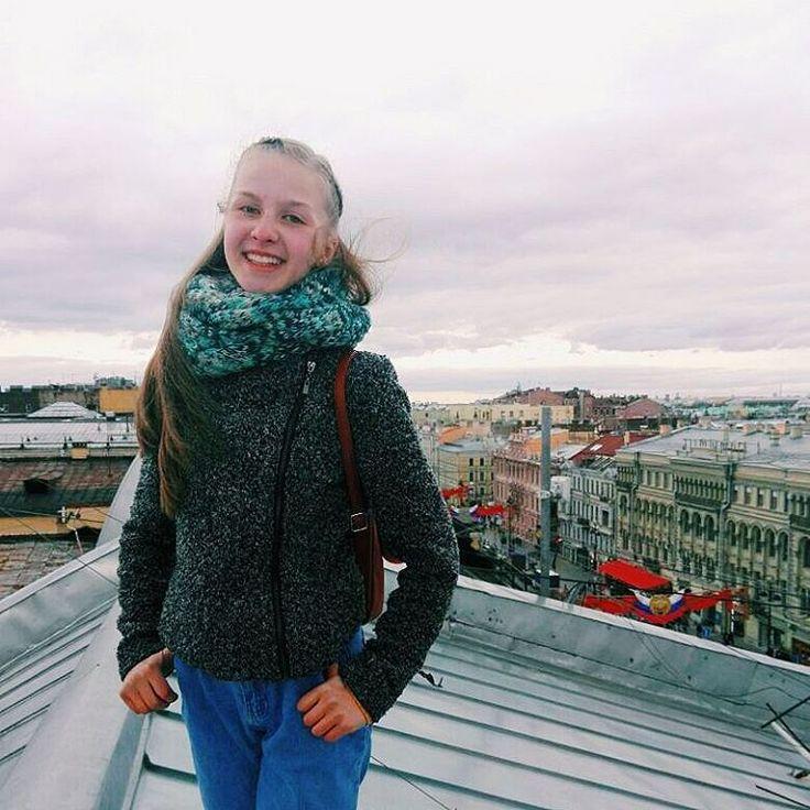 Saint-Petersburg from other side���� • Да, я не коренная Петербуженка, но #saintpetersburg очень люблю❤ А сейчас после того, как я побывала на крышах нашей Северной Столицы могу сказать, что город надо видеть нетолько глазами туристов и жителей, но и глазами кошек и голубей. Спасибо @ekaterina_boytsovaa за возможность посмотреть на город с другой стороны�� #spb #piter #pigeon #roof #roofs #travel #traveler #traveling #vsco #vscocam #city #citycenter #cityroof #high #spb #house #крыши #крыша…