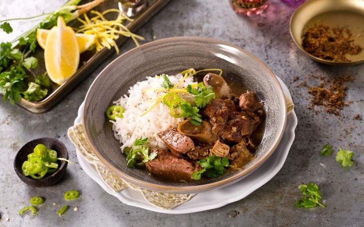 Nihari omtales ofte som Pakistans nasjonalrett, og er en tradisjonell frokoststuing av langtidskokt kjøtt, vanligvis lam, sammen med beinmarg. Med oppskrift på hjemmelaget Garam Masala blir det ekstra godt.