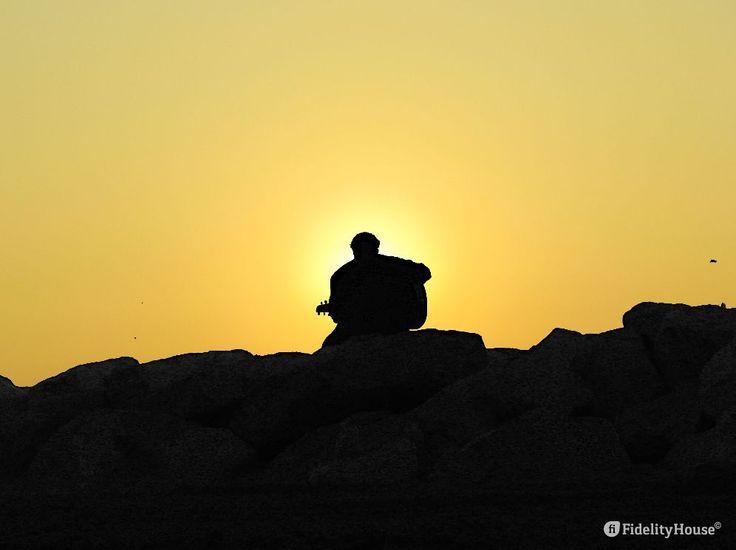 Guardando il sole che sorge, ovunque io mi trovi, fa nascere in me la gioia per…