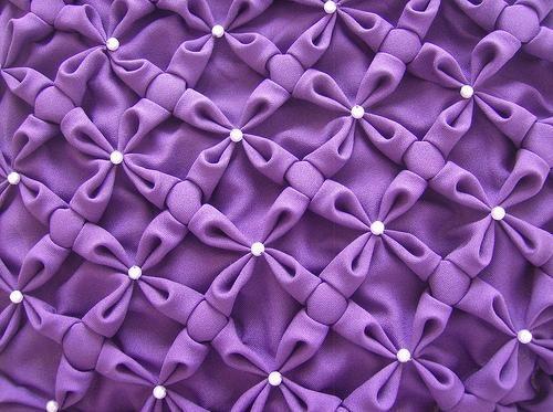 Como fazer almofadas em capitonê passo a passo -As almofadas capitonê dão um toque especial na sala, decorando o ambiente. Não há quem d