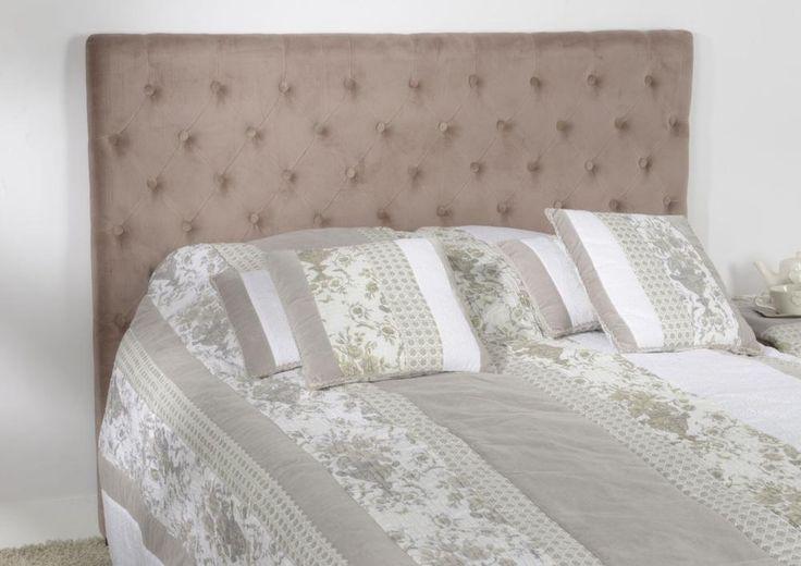 Tête de lit en velours Velvet. Nouvelle idée déco chambre grâce à Amadeus. Avec cette tête de lit capitonnée facile à installer, le plus simple de couchages deviendra un lit d'une élégance folle.