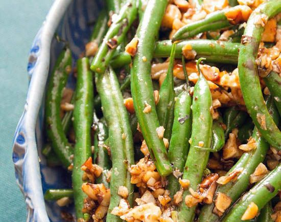 green beans with garlic, walnuts and balsamic..