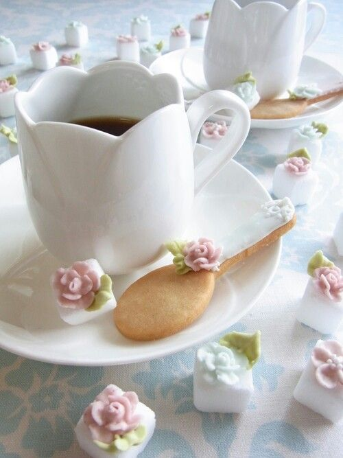 ♔ Cookie spoon with sugar cubes