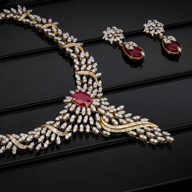 Wedding Wear Bridal Gold Necklace Set Rs 150000 Set: AVR Swarnamahal