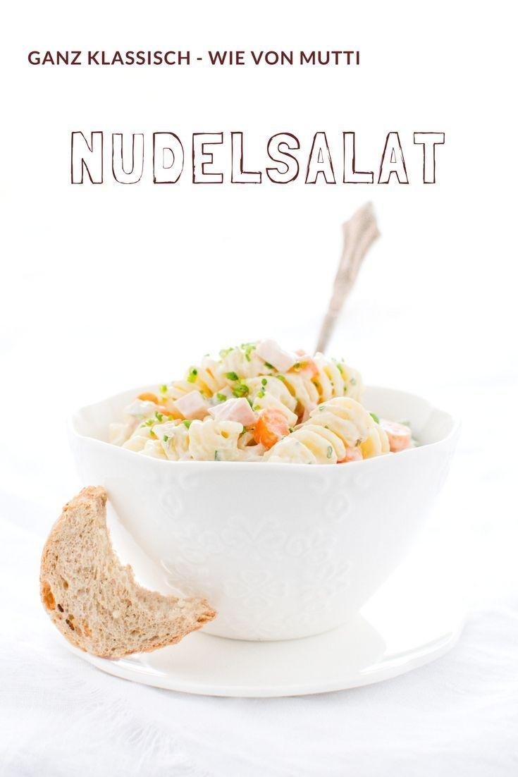 Salat Rezepte: Nudelsalat Rezept wie von Mutti - ganz klassisch, schnell und einfach - von herzelieb.de #salat #deutsch #foodblogger #foodblog