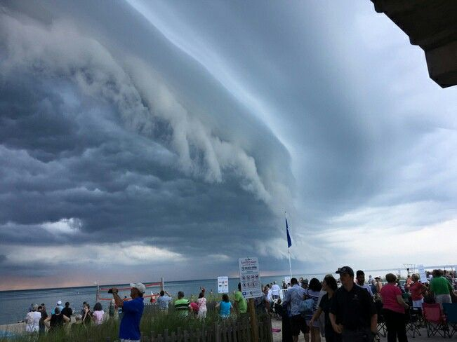 Shelf Cloud in Grand Bend July 23/17