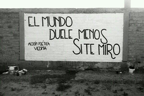 El mundo duele menos si te miro.  #accionpoetica #lavidaesarte