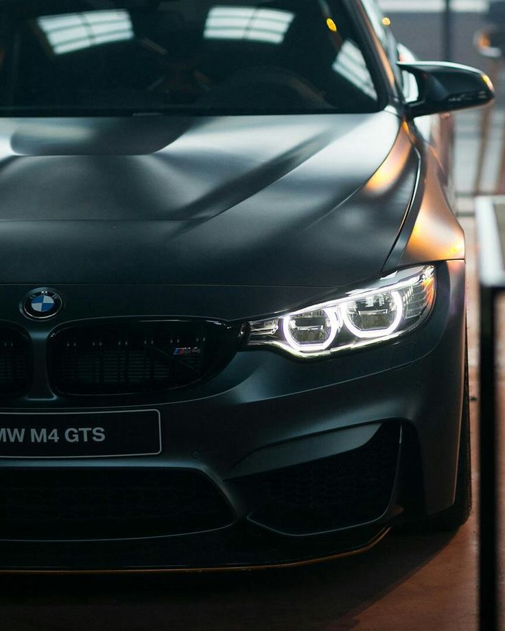 "Gefällt 37.1 Tsd. Mal, 53 Kommentare - BMW M GmbH (@bmwm) auf Instagram: ""The #BMW #M4 GTS has its sights set squarely on the race track, but it never fails to impress…"""