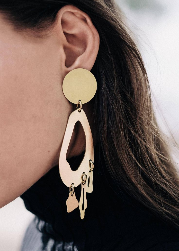 Henri Matisse's paper cut-outs cameto mind when I first discovered Tiffani Williams' collection of brass jewelry. It figures since theModern Weaving designer first develops herorganic componentsby shapingthem from paper and then arranging them to find the right composition.It's been