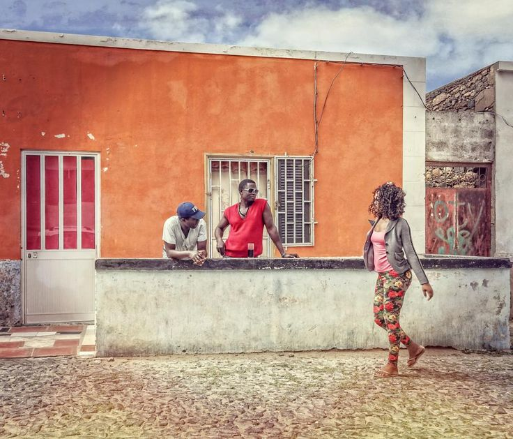 Walking girl (Capo Verde) by Komisantto