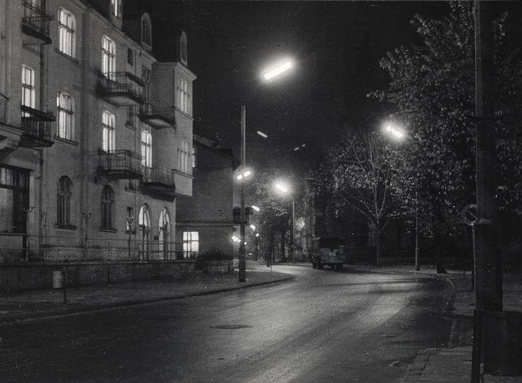 Zdjęcie numer 16 w galerii - Gazowe latarnie, brydż na plaży, warszawy na ulicach - Sopot w latach 50. i 60. [ZDJĘCIA]
