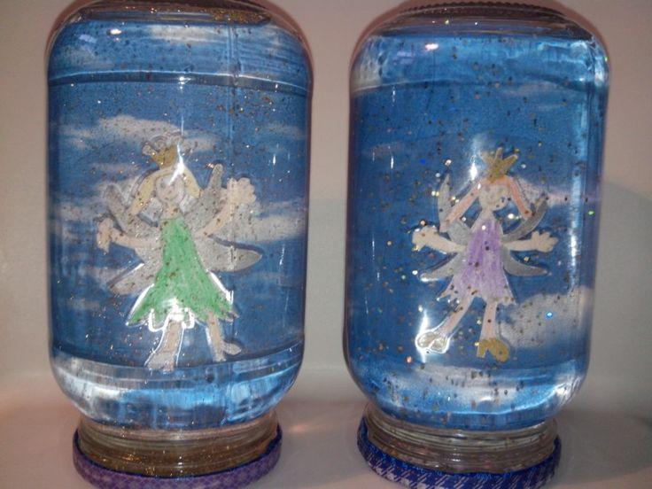 Leuk knutselen met de kinderen. Lege pot, tekening(etje) lamineren en met water en Glitters in de pot.