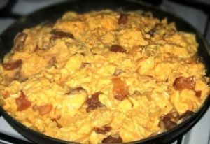 Tojásrántotta | Scrambled Eggs » Recipes and Foods from Hungary// be good with hot paprika instead of sweet. Traci