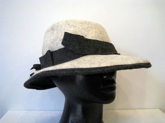 Hand made felt hat in the color of light by DanuttaHandGallery