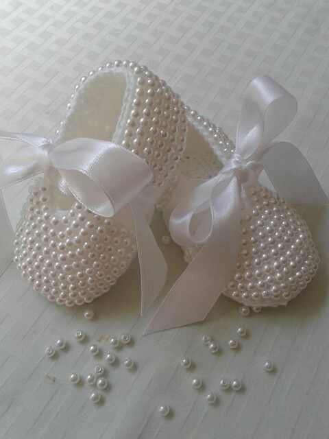 Sapatinho em croche com pérola [