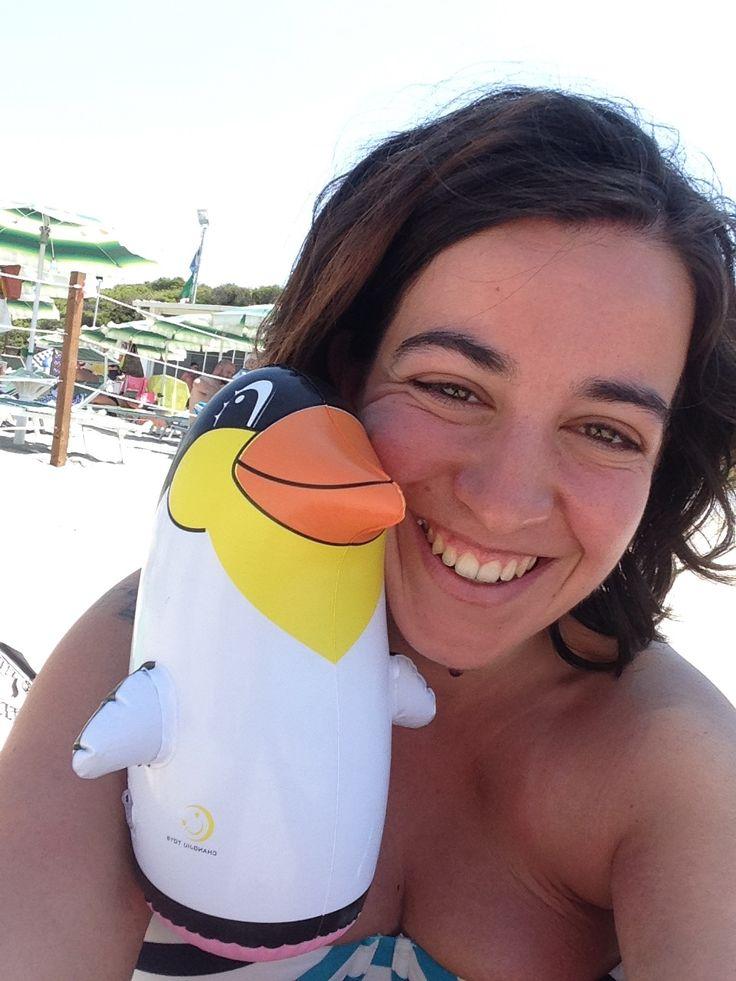 Nuovo piccolo amico ❤️😂🐧 #holiday #sun #sand #italy #puglia #penguin #new #souvenir #silly #beach #sea
