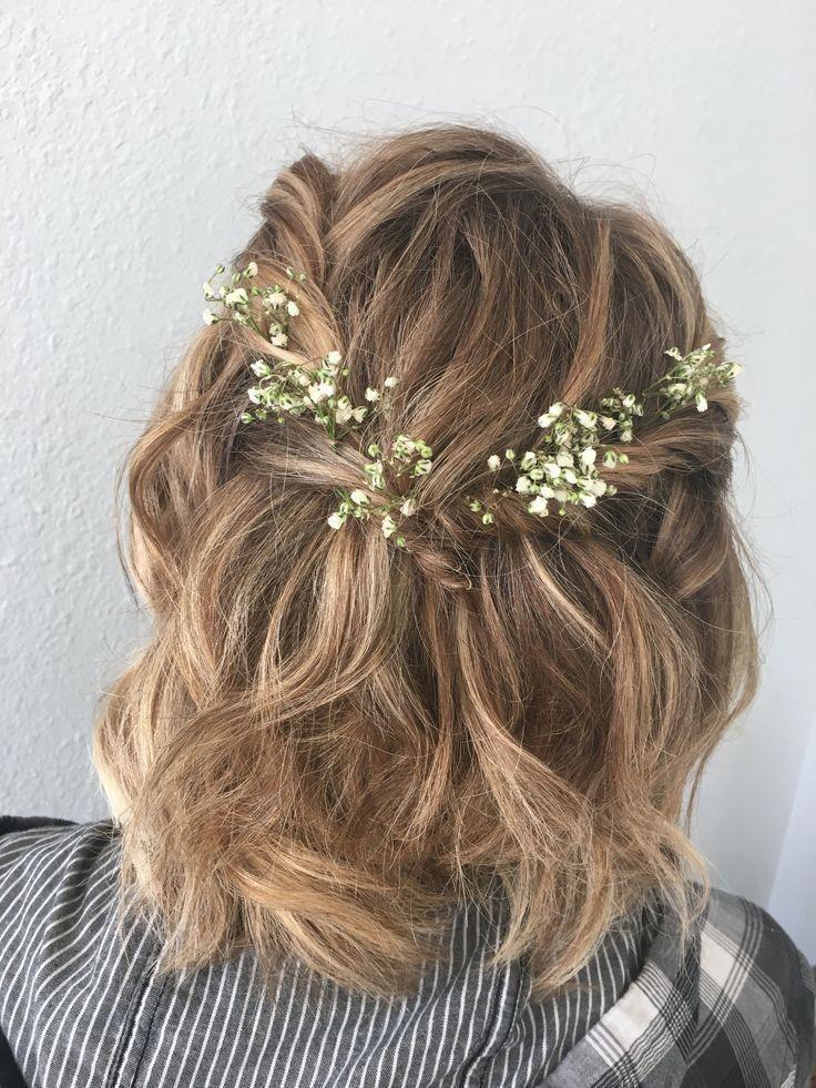 kurze Frisur für formelle Heimkehr und Abschlussball mit Blumen - Make up -  #Abschlussball #Blumen #formelle #Frisur #für