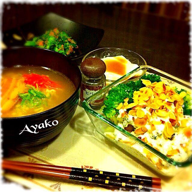 今日のランチで食べ過ぎちゃったので、夕食は控えめに 沖縄そば、カツオだしが効いてて美味しい〜 かぼちゃとブロッコリーのアーモンドサラダは、ビタミン豊富な野菜とナッツで、美味しく肌の疲れを回復しますよ〜 - 141件のもぐもぐ - 沖縄そば、じーまみ豆腐、かぼちゃとブロッコリーのアーモンドサラダ、菜の花の明太子和え by ayako1015