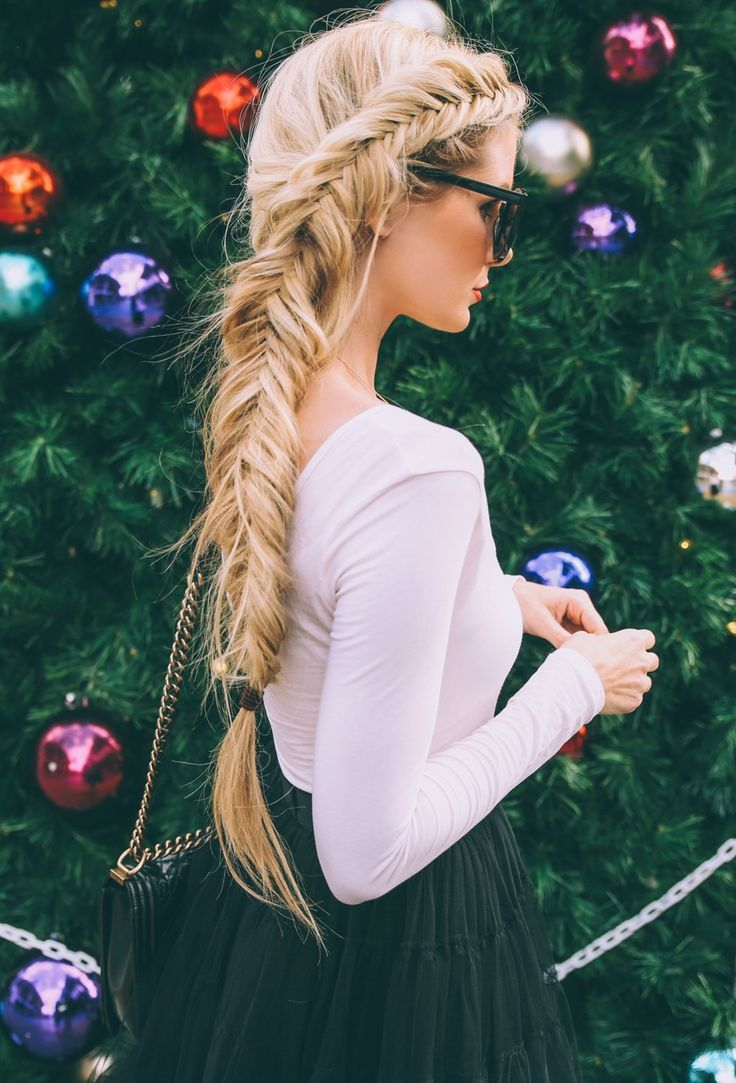 Take a look at these totally fresh and imaginative hairstyles with braids and freshen up your look with cool, summery ideas! Contemporary updo hairstyles with braids Simple summer updos – with a difference – can easily be made from one or two very loose braids. Make loose, fat braids with the 'links' gently flattened and …