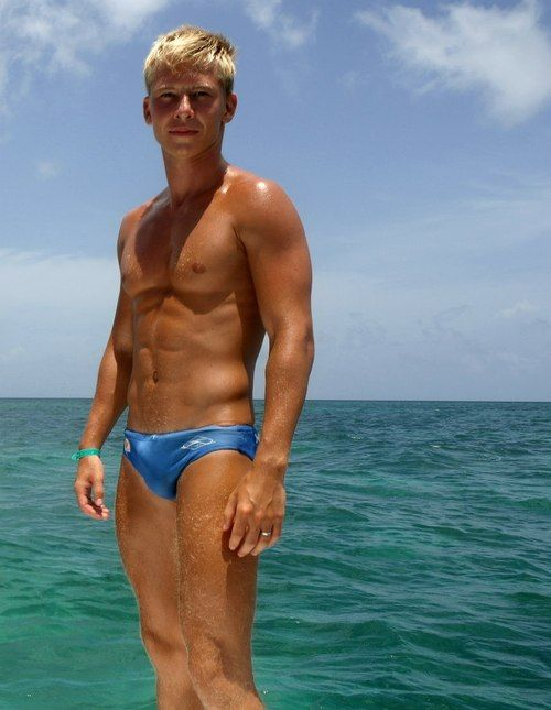 great looking blonde with nice little bulge | speedos | Pinterest ...: https://ru.pinterest.com/pin/376965431280600816/