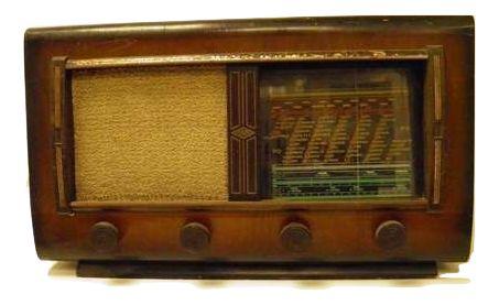 Poste de radio ancien en bois
