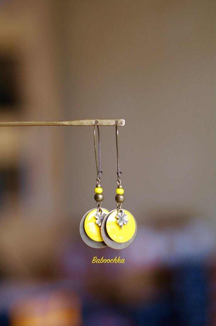 Grandes boucles d'oreilles fil de couleur bronze sequins bronze et jaunes : Boucles d'oreille par baboochka