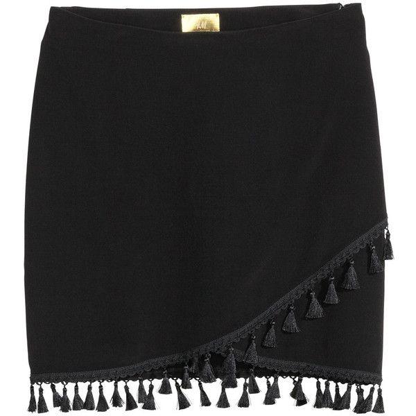 H&M Wickelrock mit Quasten 19,99 (£38) ❤ liked on Polyvore featuring skirts, mini skirts, black, h&m, tassel, wrap mini skirt, short mini skirts, crepe skirt, short skirts and mini skirt