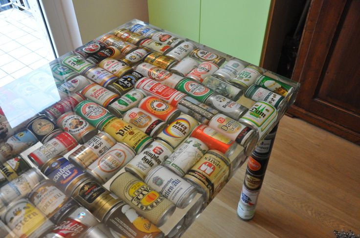 Table made with beer cans and epoxy resin even the legs for Resine epoxy pour meuble