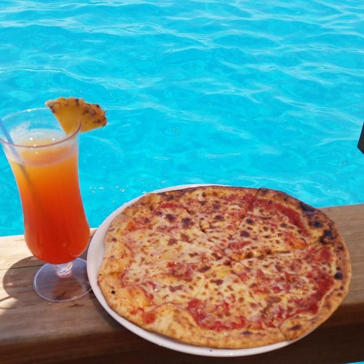 Cloud 9 cocktail and freshly made woodfired pizza... all served over turquoise blue waters!