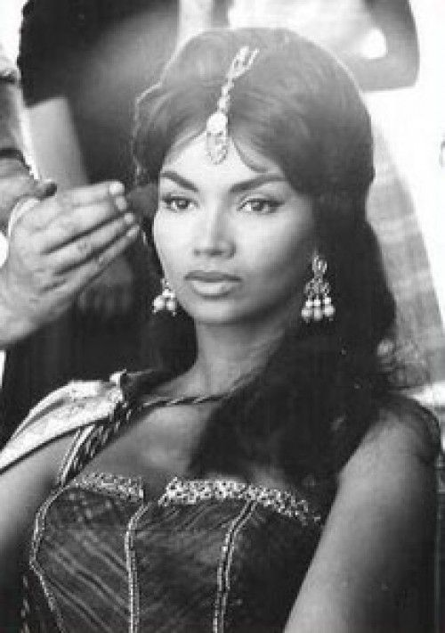 Another view of Chelo Alonso. Style much more 1960s than our book but good face ref. Ana La China