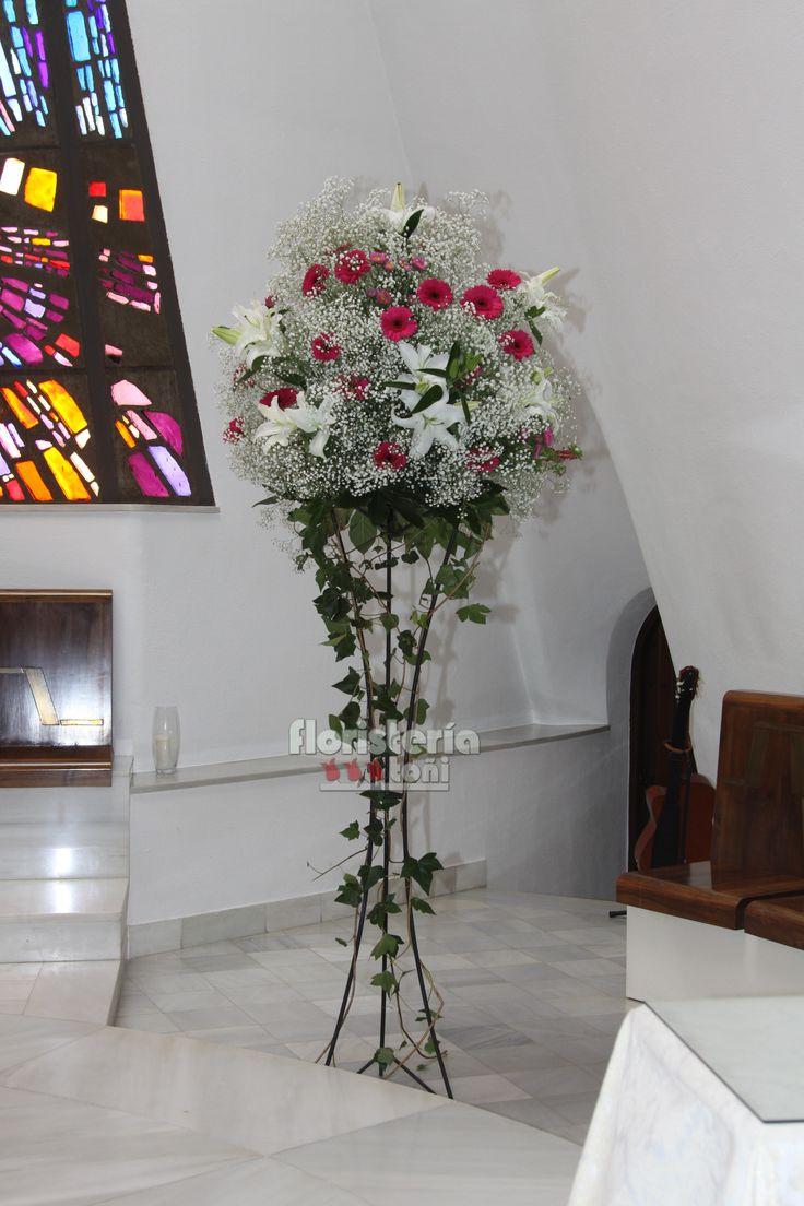 Pedestales En Altar De Gerberas  Lilium Y Paniculata