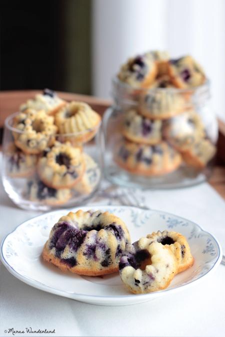 Mini blueberry kugelhopfs