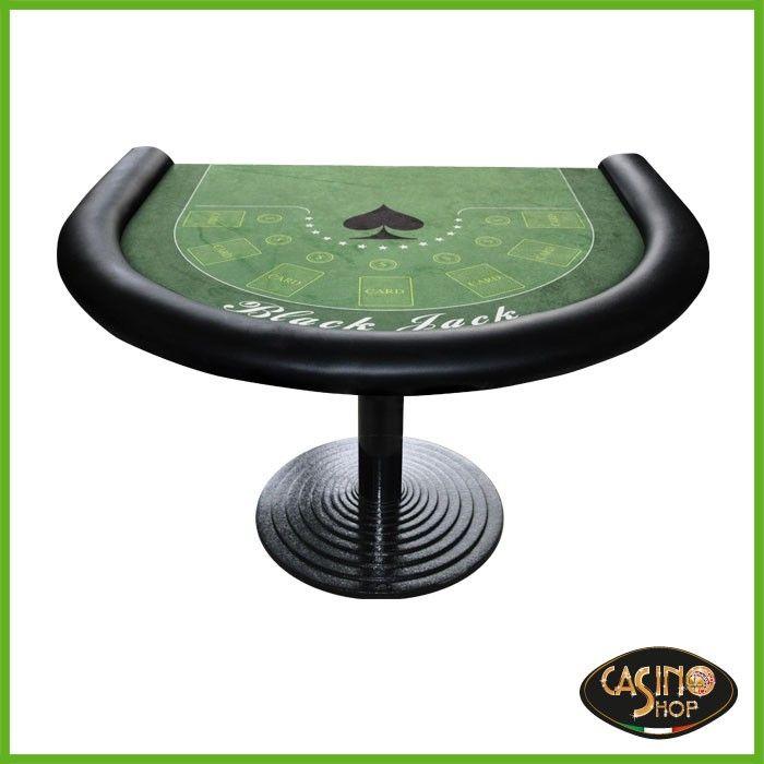 ART.0101 Tavolo da Black Jack caratterizzato dalla forma a mezzaluna, panno in microfibra verde con grafica come riportata da foto.  Anello poggiapolsi in similpelle colore nero. Base del tavolo in ghisa con solido appoggio di diametro 60 cm e tubo tondo verniciato. Altezza 74 cm. Dimensioni: 120 x 98 cm.