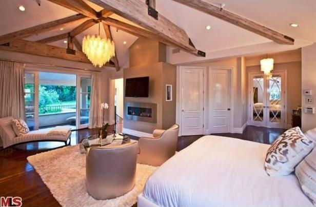 Kara DioGuardi's home featured on HGTV. I love everything.