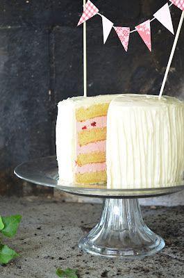 Stufa di Louise: Mandorla e Cherry Cake con glassa al cioccolato bianco (mandorle e torta di ciliegie con glassa di cioccolato bianco)