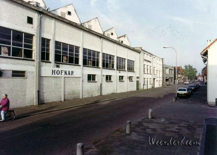 Bakkerstraat in 1990 Hofnar sigarenfabriek. Adressen in 1932 1 en 28.  / credits foto Weerderheem (in 1924 Bakkerstraat 1 Fa gebrs  Bijnen)